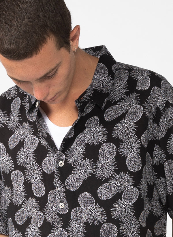 Holiday Short Sleeve Shirt Black Pineapple