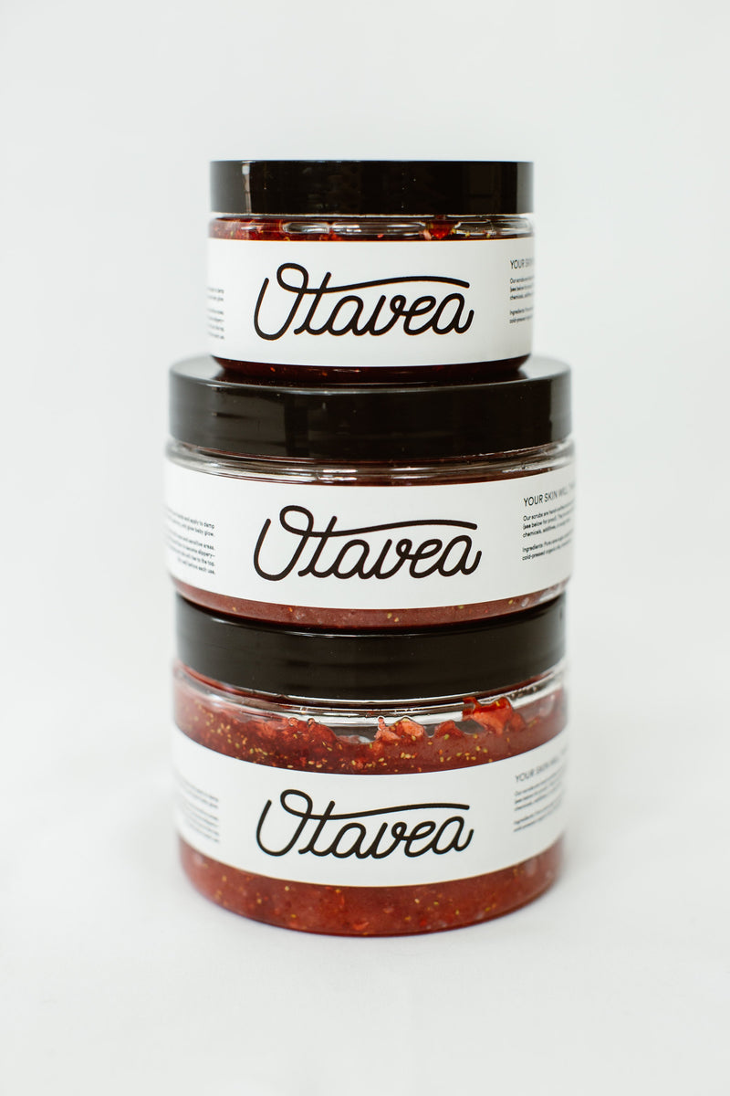 Size comparison between jars of Strawberry Body Scrub from Otavea