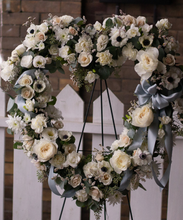 Load image into Gallery viewer, Heart Wreath
