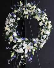 Load image into Gallery viewer, Round Wreath with Accent