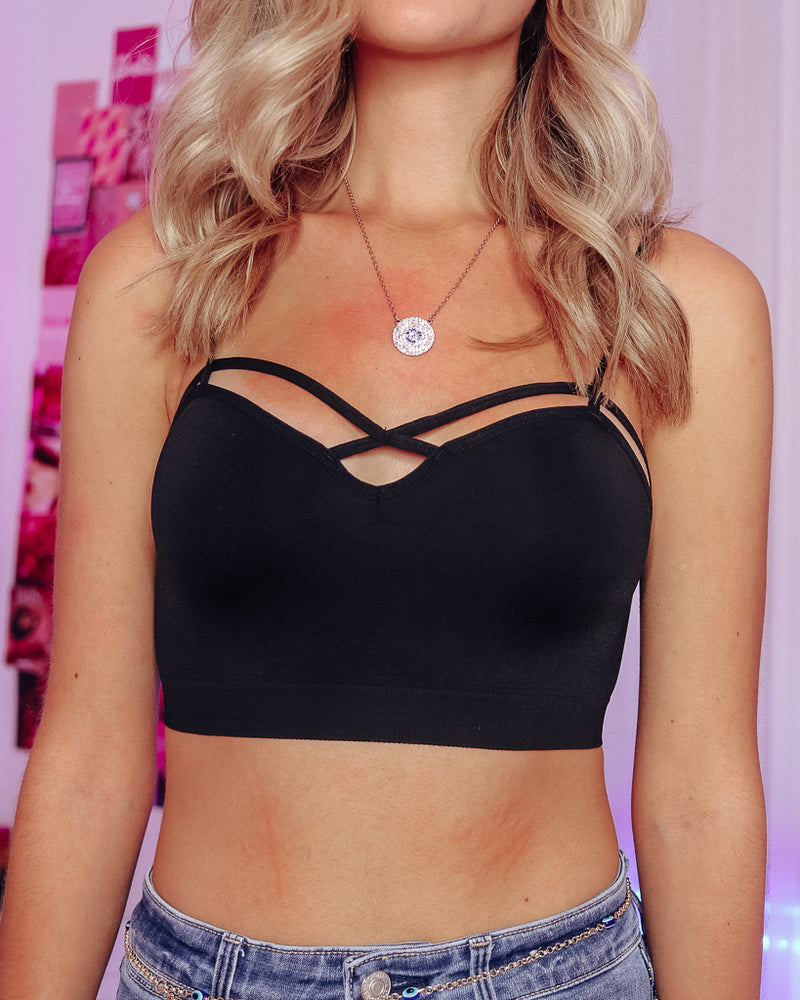 CRISS CROSS SEAMLESS BRALETTE - BLACK