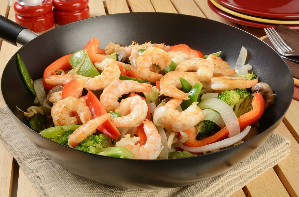 a wok with keto friendly chinese steamed shrimp and vegetables