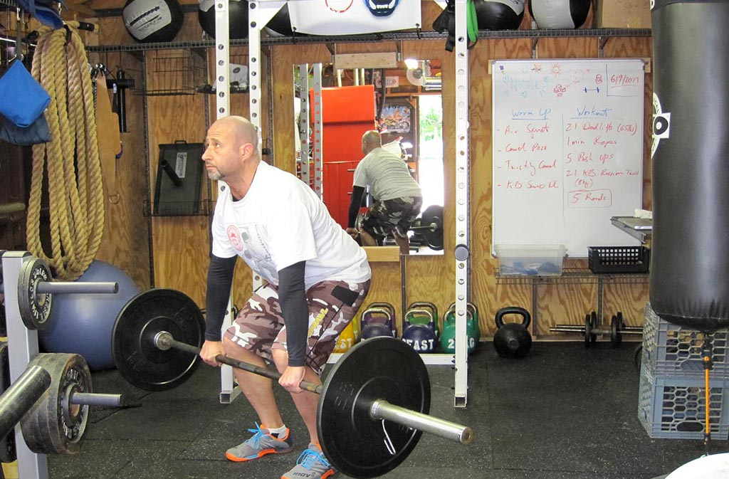 man in correct deadlift position
