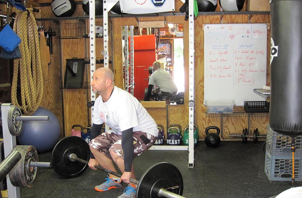 correct deadlift position with flat back