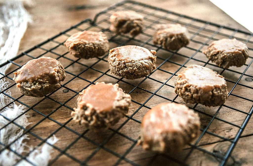 nine keto cookies on a cooling rack
