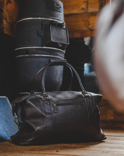 Nordvek holdall in room with wooden floor black in front of fire 202-100