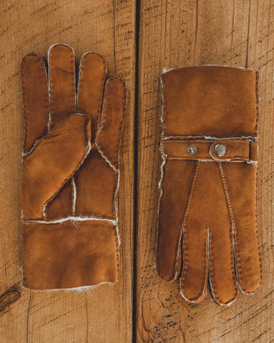 Nordvek Mens 307-100 sheepskin gloves chestnut on wooden table