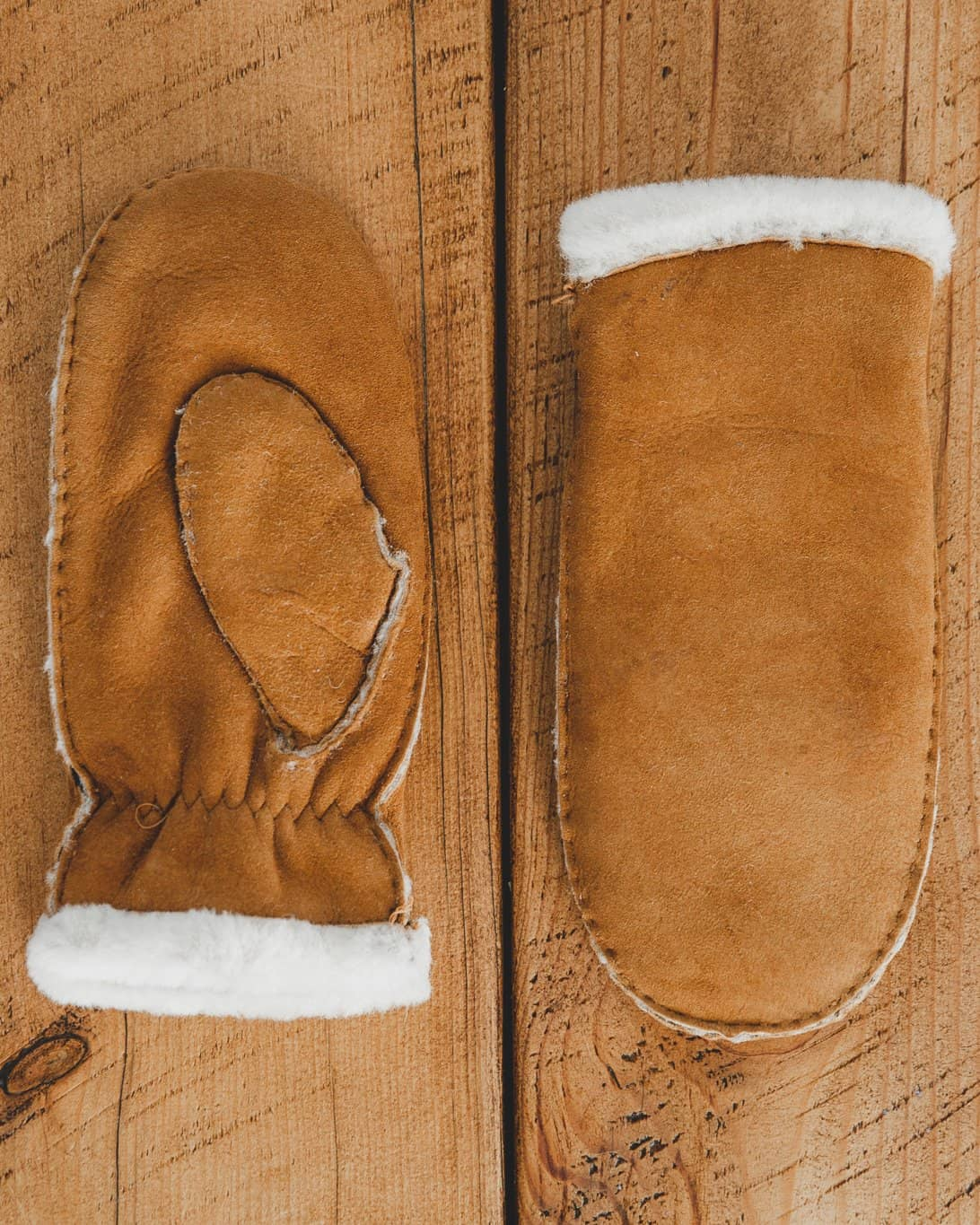 Nordvek womens sheepskin mittens 320-100 london tan on wooden floor