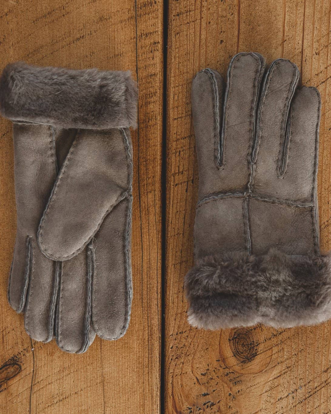 Nordvek womens sheepskin gloves 321-100 stone holding rake