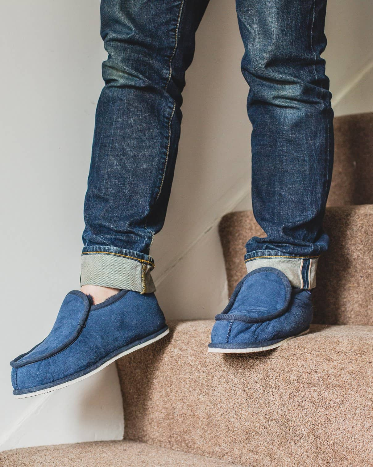 Shepherd Mens sheepskin slippers ARNE Navy Model walking downstairs