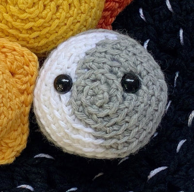 crochet moon pattern - picture shows a crocheted amigurumi crescent moon