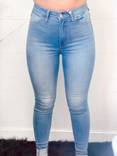 Load image into Gallery viewer, The Brynne Medium Wash Jean