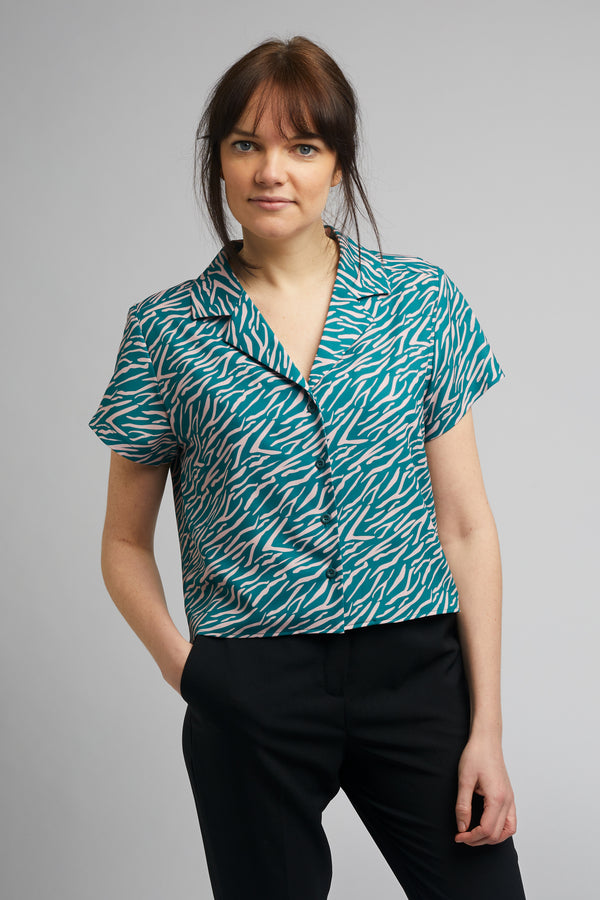 Cropped Cuban Collar Shirt in Shima Print