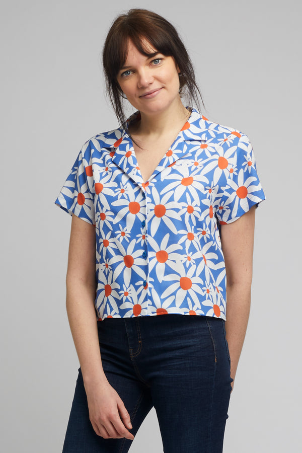 Cropped Cuban Collar Shirt in Daisy Print