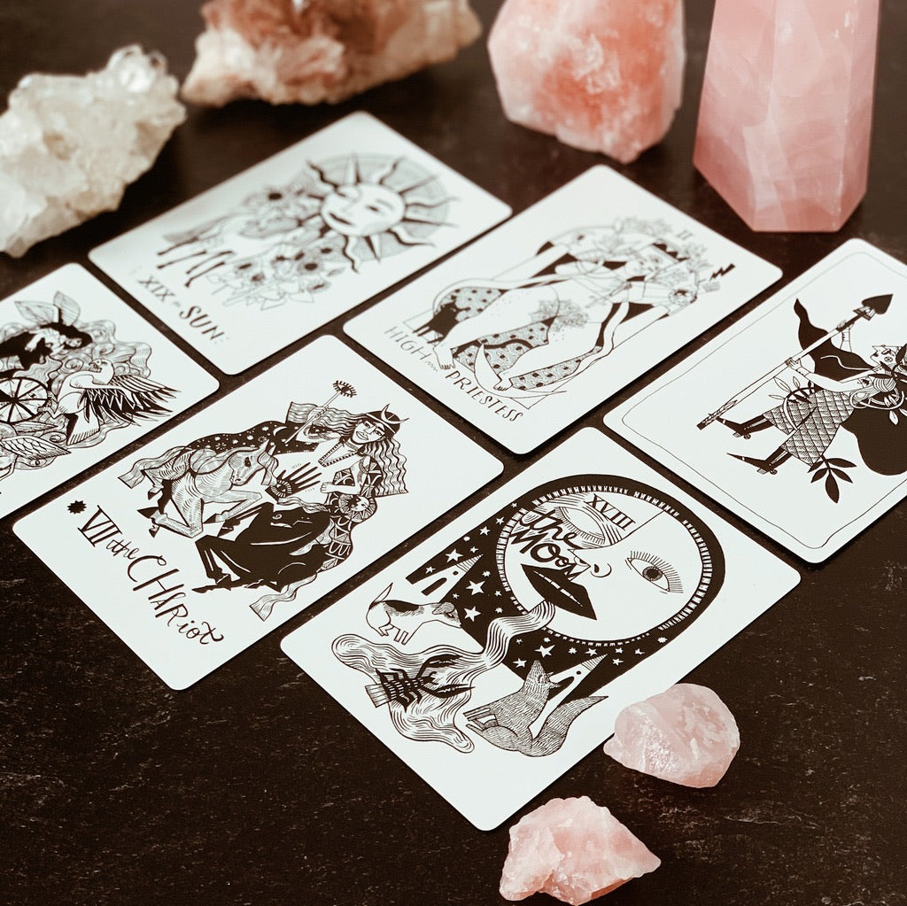 Many Queens | unique tarot deck