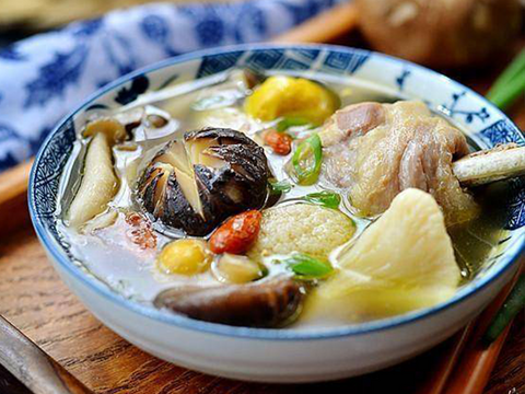 养生菌菇鸡汤 Chicken Soup with Mushrooms