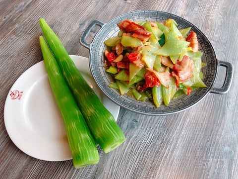 (微辣)干锅莴笋腊肉 Celtuce Dry Pot with Chinese Bacon