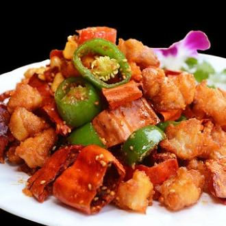 脆椒鸡丁 Stir-Fried Chicken with Crispy Chili 辣度:★☆☆