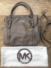 Load image into Gallery viewer, Michael Kors leather bag