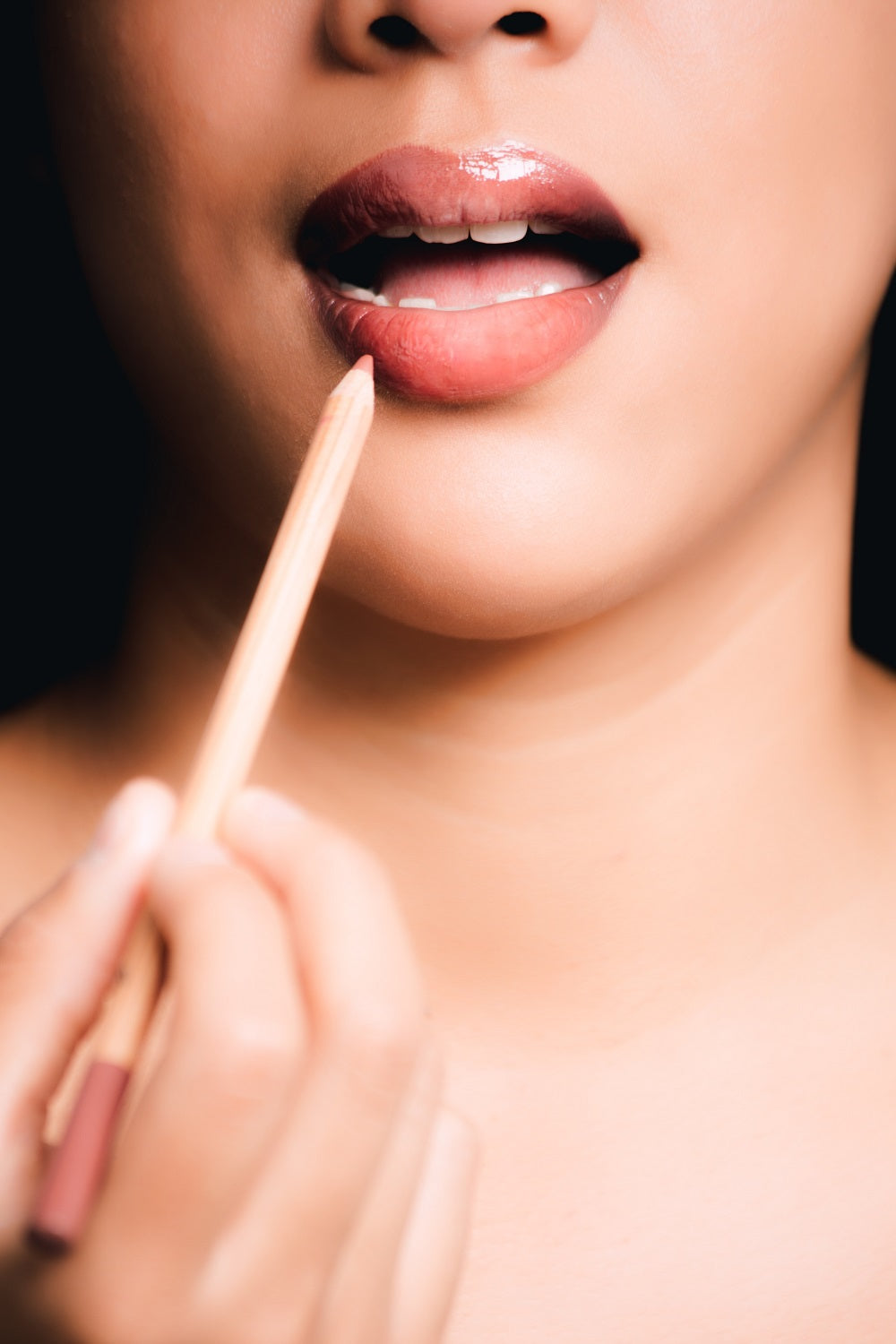 How to Make Your Lips Pop - Tips for Juicy, Plump Lips