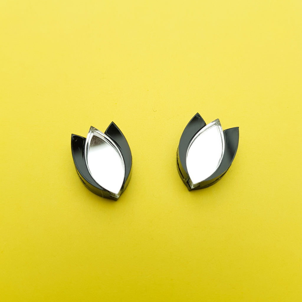 Dahlia Stud Earrings (silver/black)