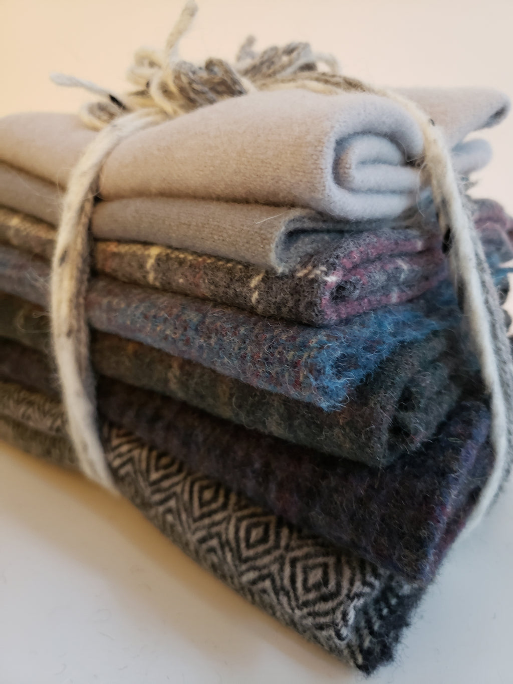 ROCKY SHORE - Shades of Grey Wool Bundle - 7/8 yard - 100% Wool for Rug Hooking & Wool Applique - RSS203