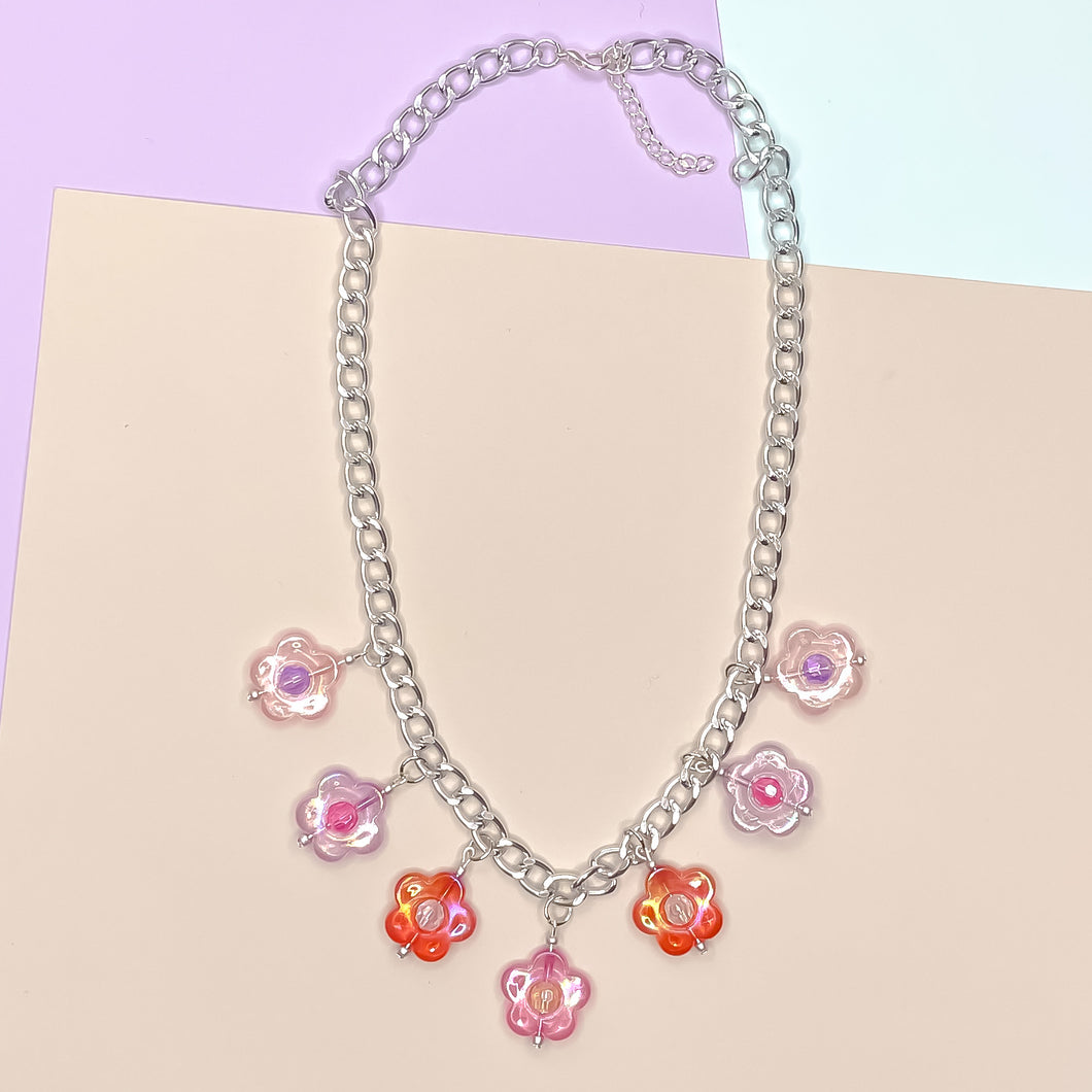 Blushing Daisy Charm Necklace (silver)