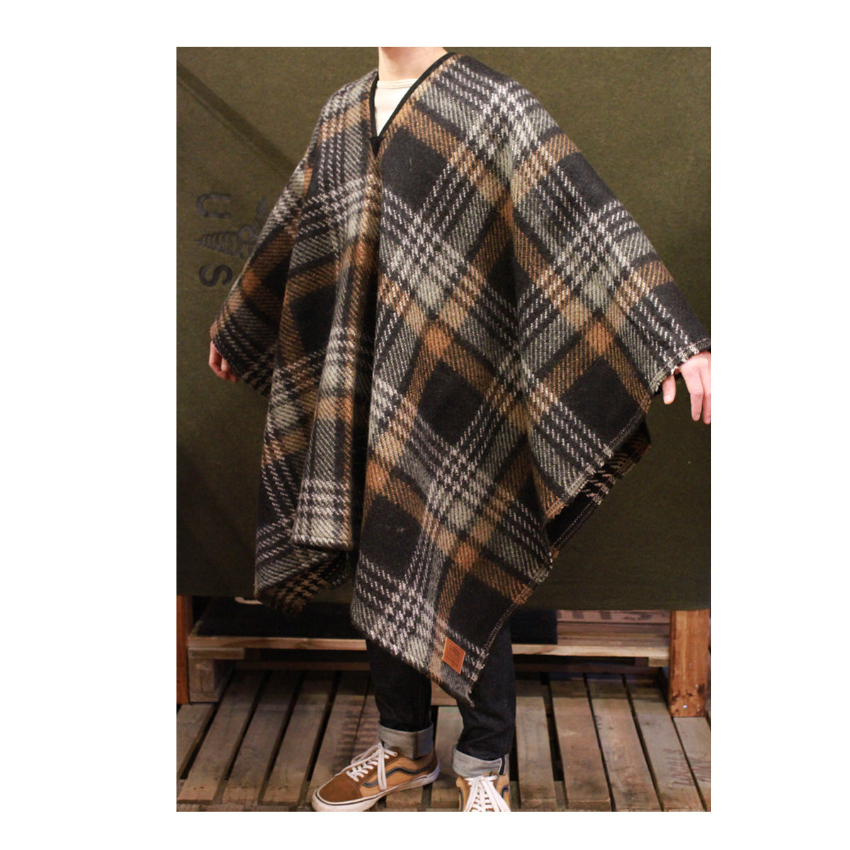 Jensen(Brown Check)_Blanket Poncho & Leather Belt