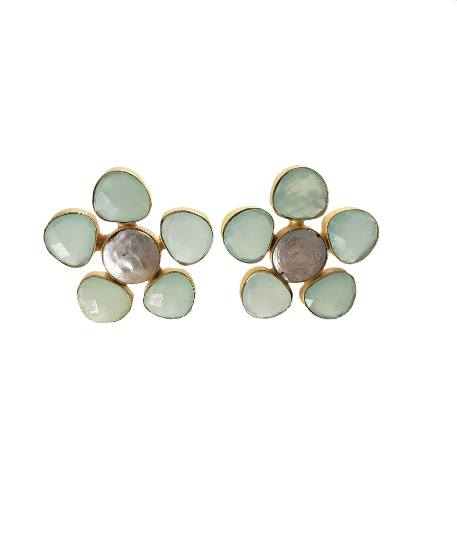 Chalcedony and Mother of pearl Stud earrings