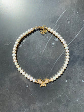 Load image into Gallery viewer, BUTTERFLY FRESHWATER PEARL CHOKER GOLD