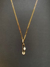 Load image into Gallery viewer, PIN THROUGH MY PEARL CHAIN GOLD