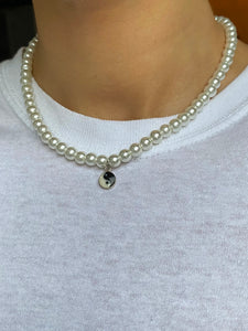 THE YIN YANG PEARLY NECKLACE