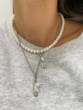 Load image into Gallery viewer, PIN THROUGH MY PEARL CHAIN SILVER