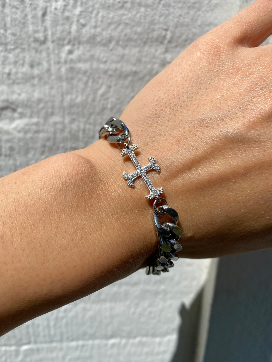 THE ADAMAS CROSS BRACELET SILVER