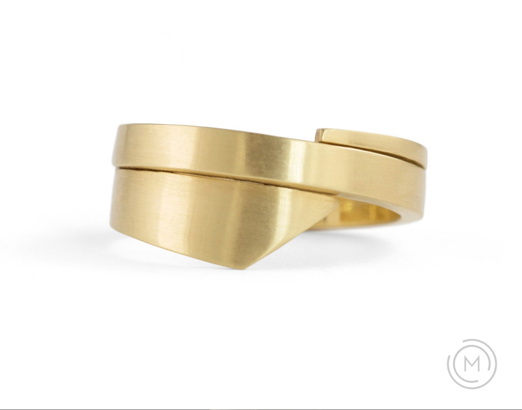 Hand-forged yellow gold 'Triple Overlap' alternative wedding ring