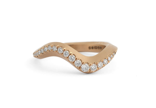 Arris band ring rose gold with castelle white diamonds
