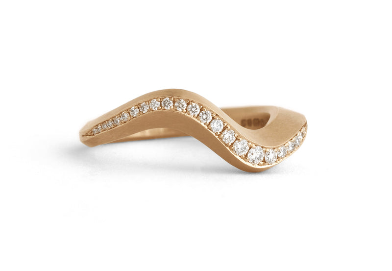 Arris band ring rose gold with pave white diamonds