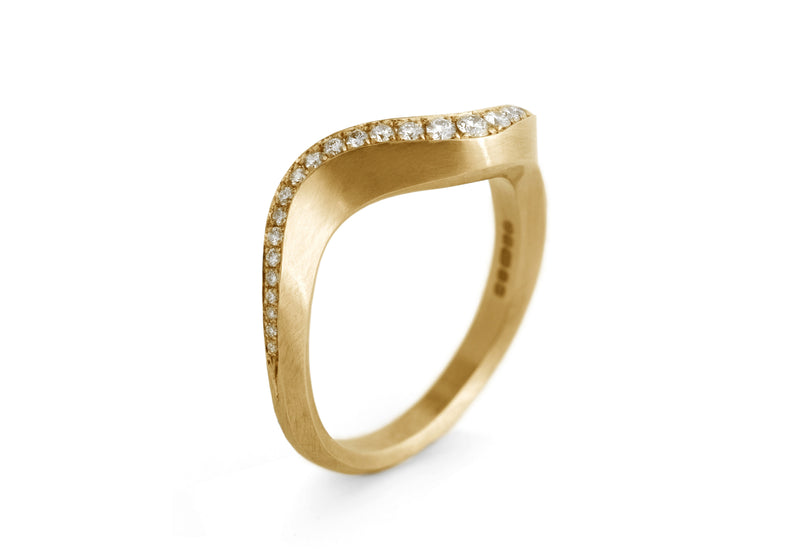 Arris band ring yellow gold with pave white diamonds