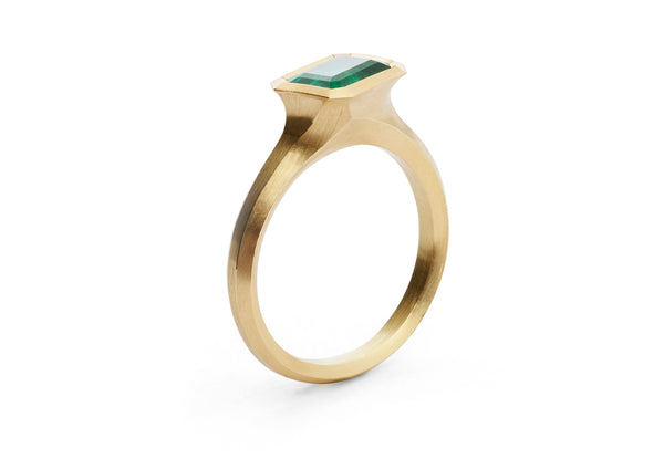 Arris hand-carved 18ct yellow gold and emerald engagement ring