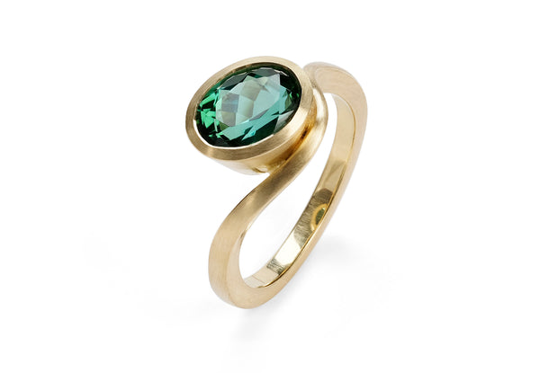 Oval African green tourmaline and yellow gold Balance ring