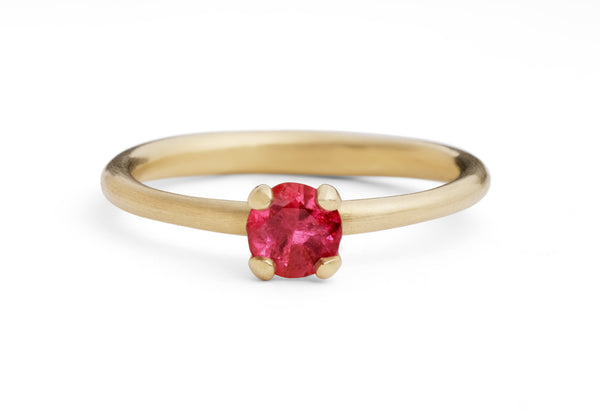 Sculpted yellow gold 4 claw ruby ring