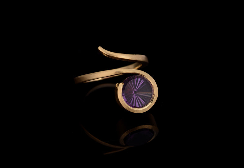 18ct Yellow Gold Amethyst Twist Ring
