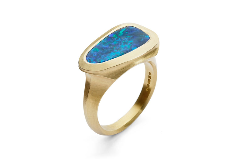 Carved yellow gold Arris cocktail ring with asymmetric black opal