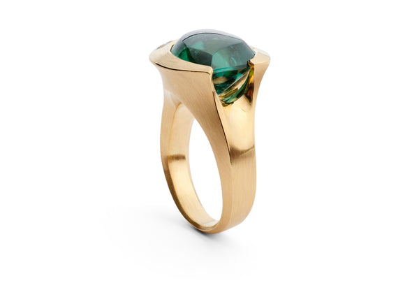 Carved rose gold ring with green tourmaline and two white diamonds