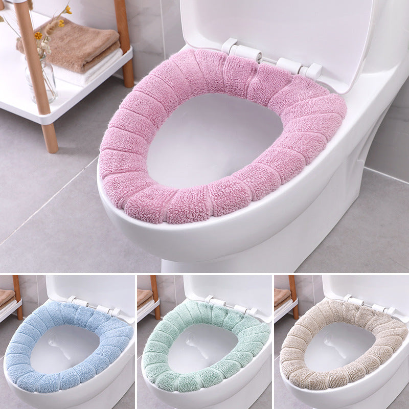Comfortable toilet seat for easy installation and cleaning