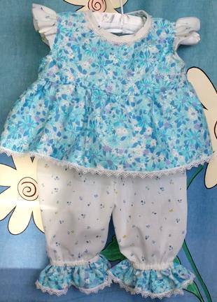 211 - 2PCE BLUE FLORAL CRAWLER  TOP & BLOOMERS - Size 00