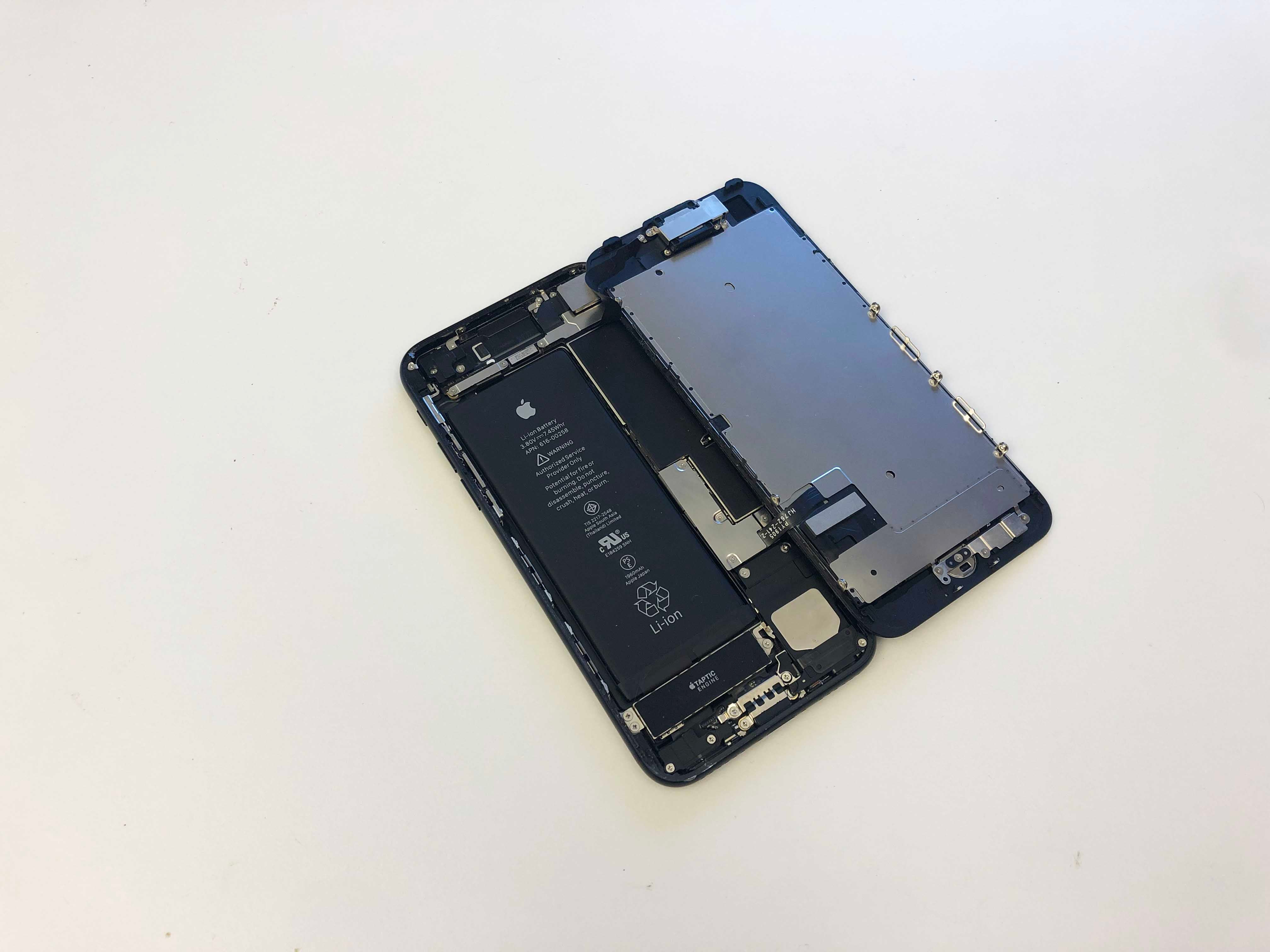 iPhone 7/7 Plus Battery Replacement - Opening the phone screen 3 - 6