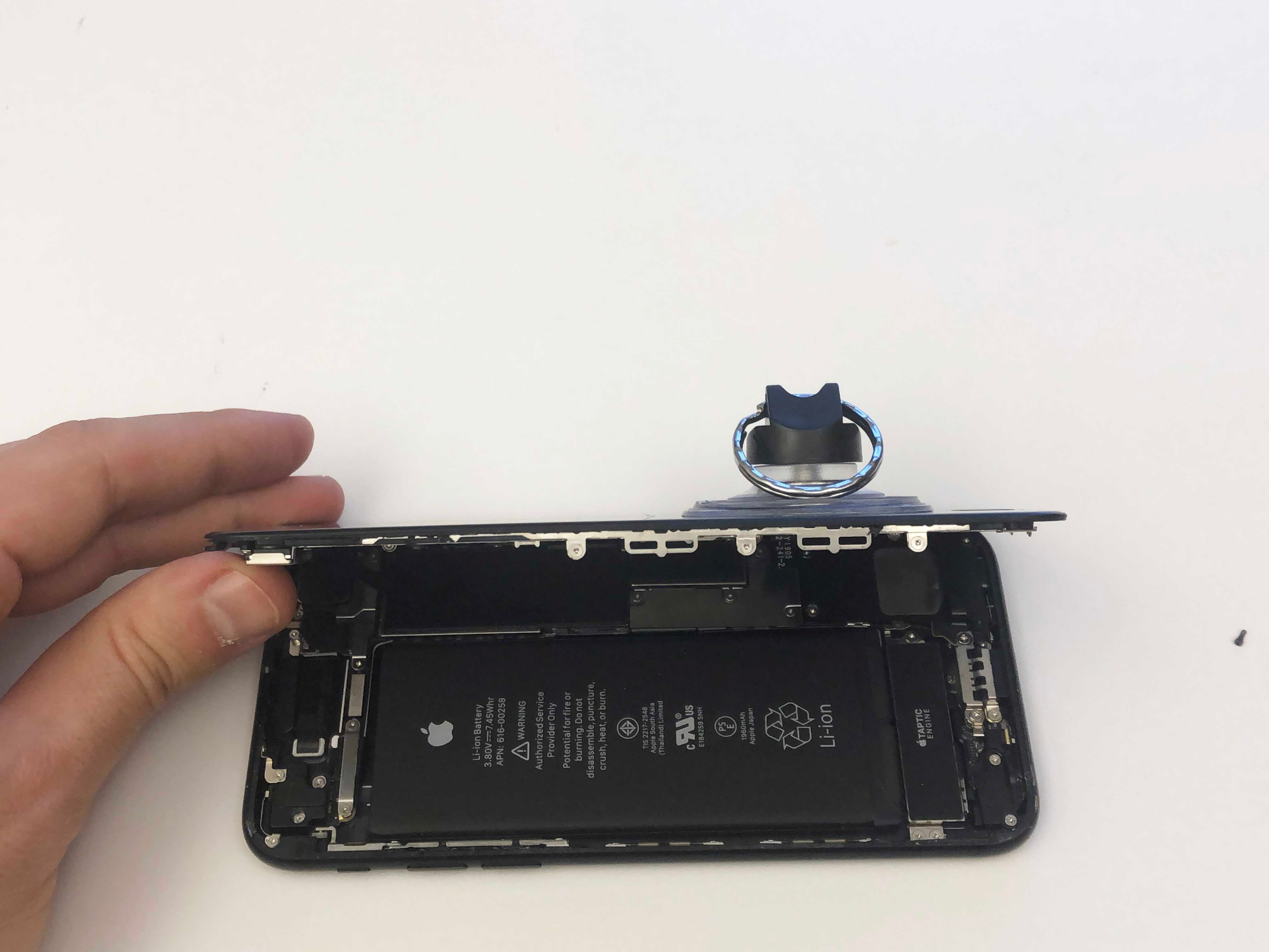 iPhone 7/7 Plus Battery Replacement - Opening the phone screen 3 - 1