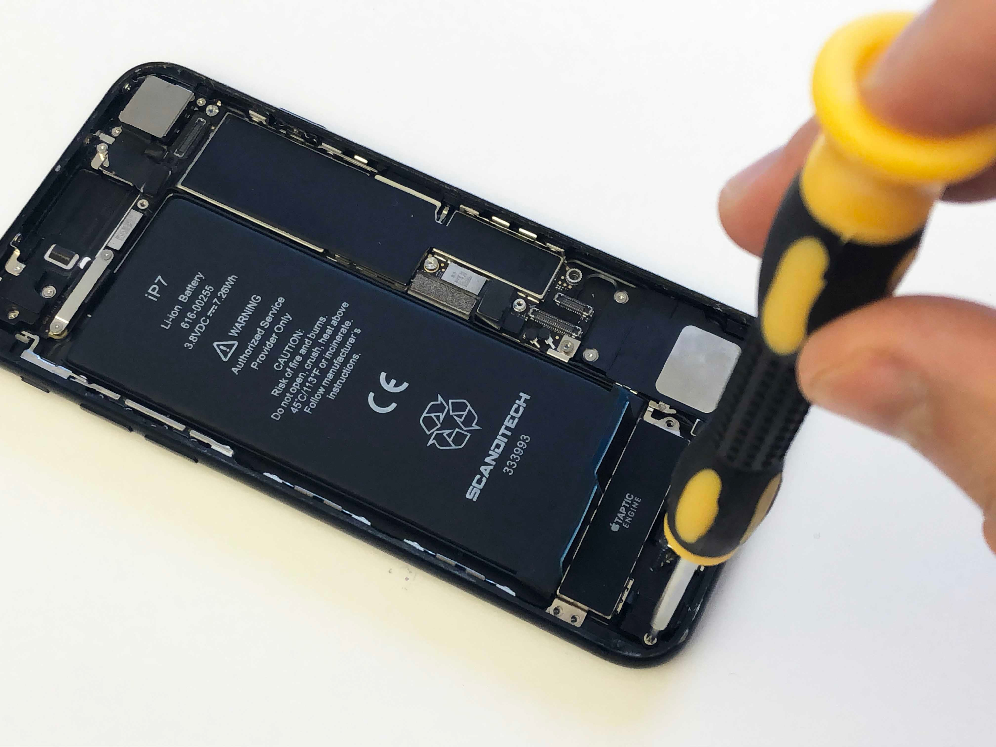 iPhone 7/7 Plus Battery Replacement - Reinstalling the taptic engine - 5