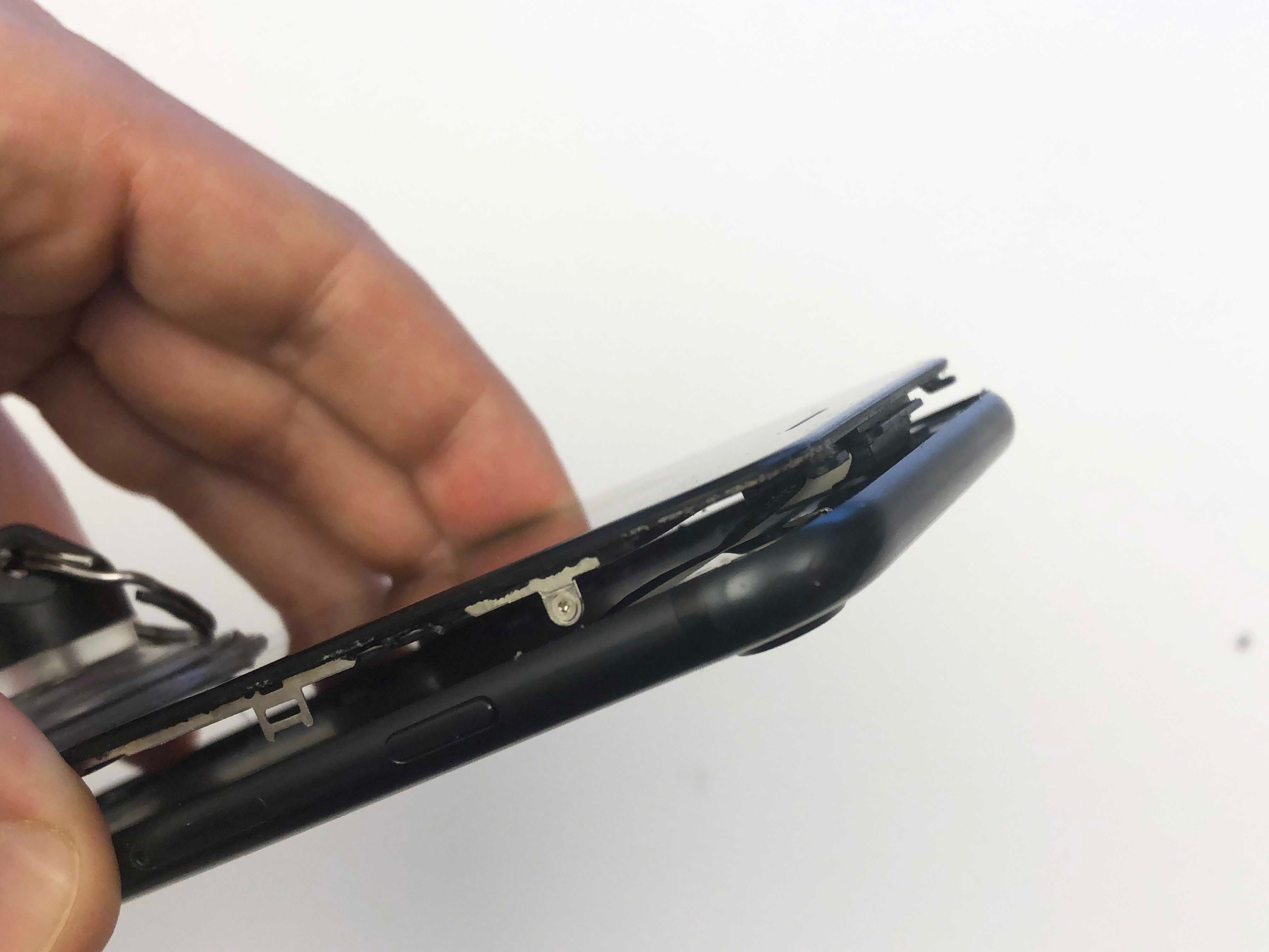 Phone 7/7 Plus Battery Replacement - Opening the phone screen - 2